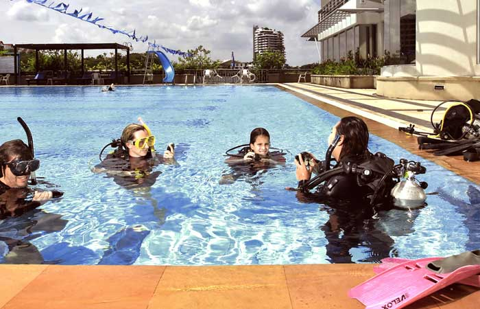 Nichada-Thani-diving-school